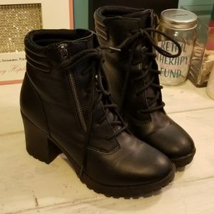 "Like NEW sz8 Big Buddha Ankle 2.5"" Chunky Heel"